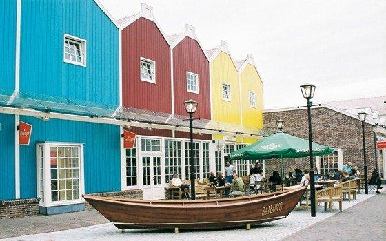 35deb9da378 Batavia Stad Amsterdam Fashion Outlet - Holland.com