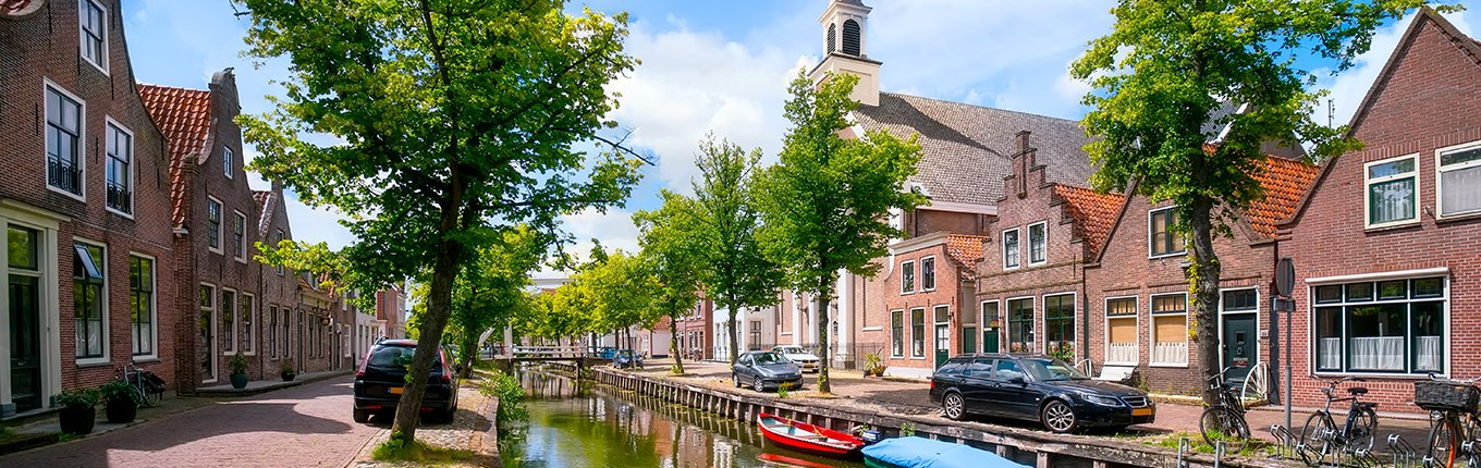 Edam houses canal with boats
