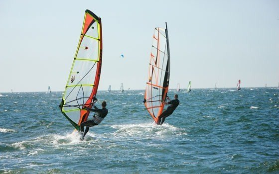 People wind surfing