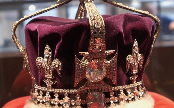 © Coster Diamonds Crown wich holds the Koh-i-Noor wich was the largest diamond known to man kind