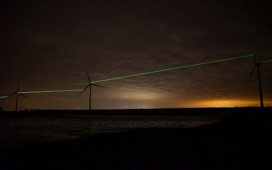 'Windlicht' (Windlight), the latest work of Roosegaarde, is a dance of bright lines