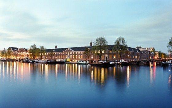 アムステルダムの壮大なエルミタージュ美術館