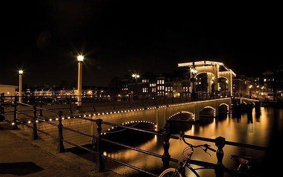 アムステルダムのマヘレの跳ね橋・美しい夜景