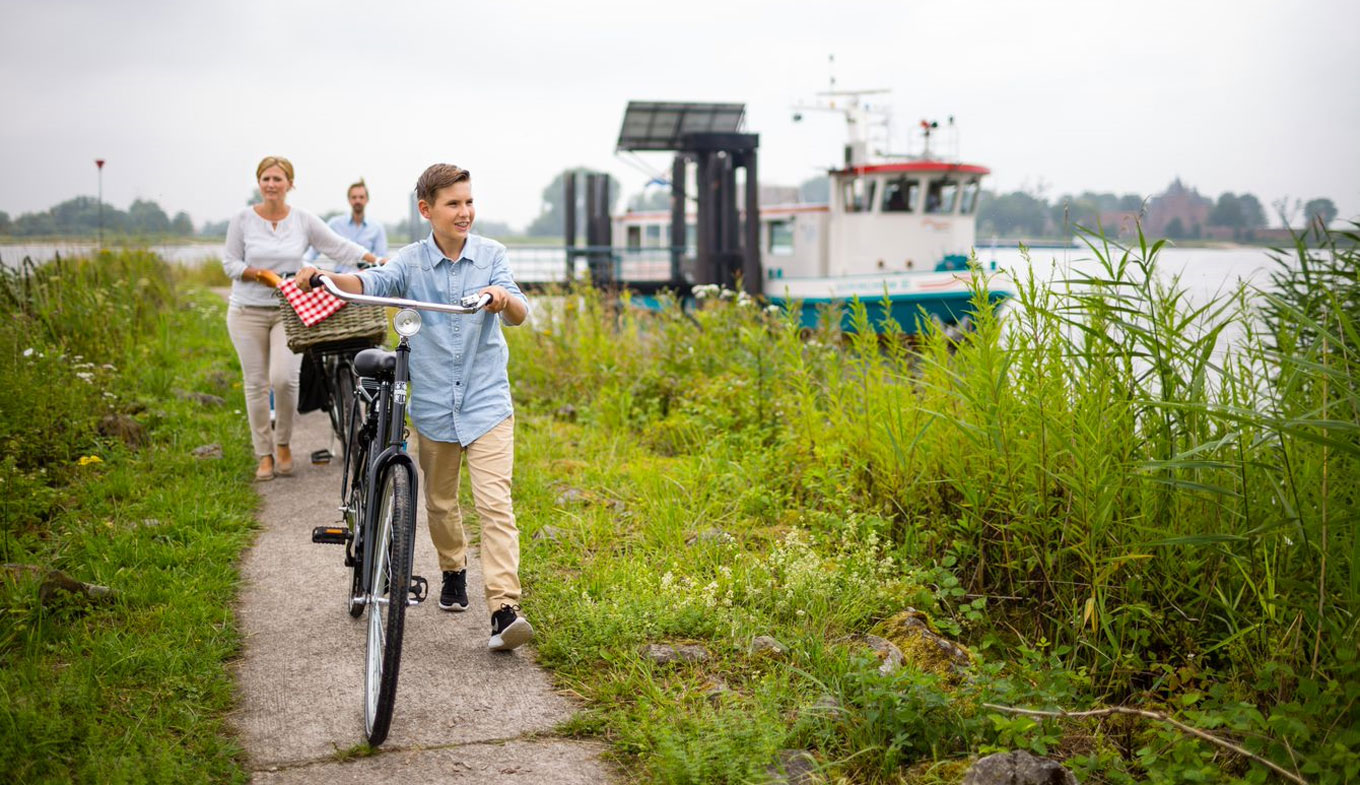 5x cycling along the New Dutch Waterline - Holland.com