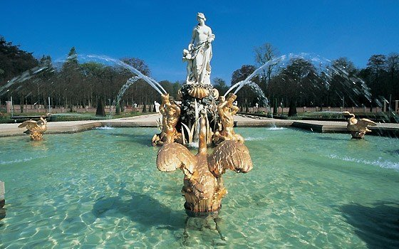 A fountain in the gardens of palace Het Loo