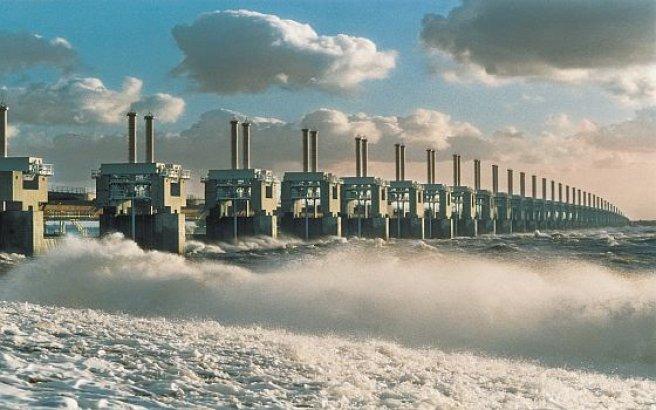 La grande diga a 30 anni dalla sua costruzione for La sua e la sua costruzione