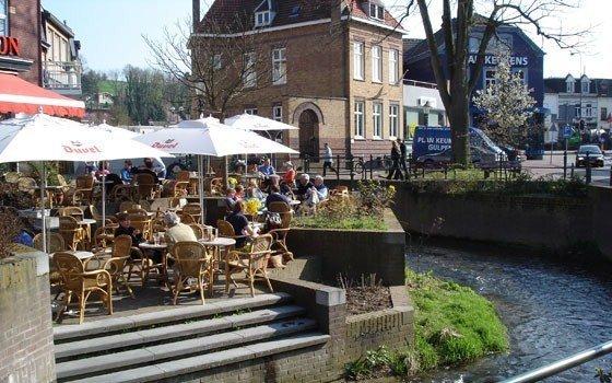 In het uiterste zuiden van Limburg ligt het sfeervolle dorp Gulpen.: www.holland.com/global/tourism/article/gulpen.htm