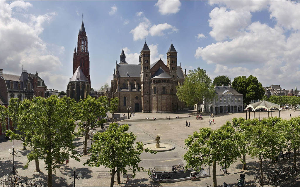 Visit the maastricht vrijthof squares hotels and things to do - Foto van het terras ...