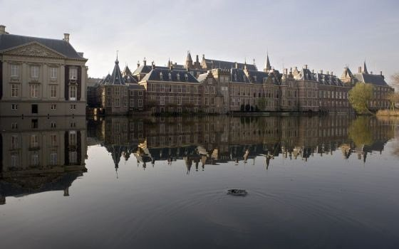 Hofvijver with the dutch parliament in the background