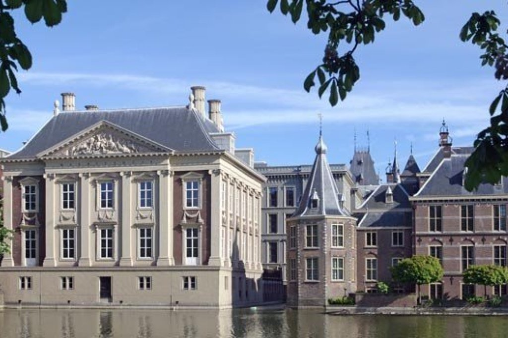 "View of the ""mauritshuis"" and ""het torentje"" (the office of the Dutch Prime Minister)"