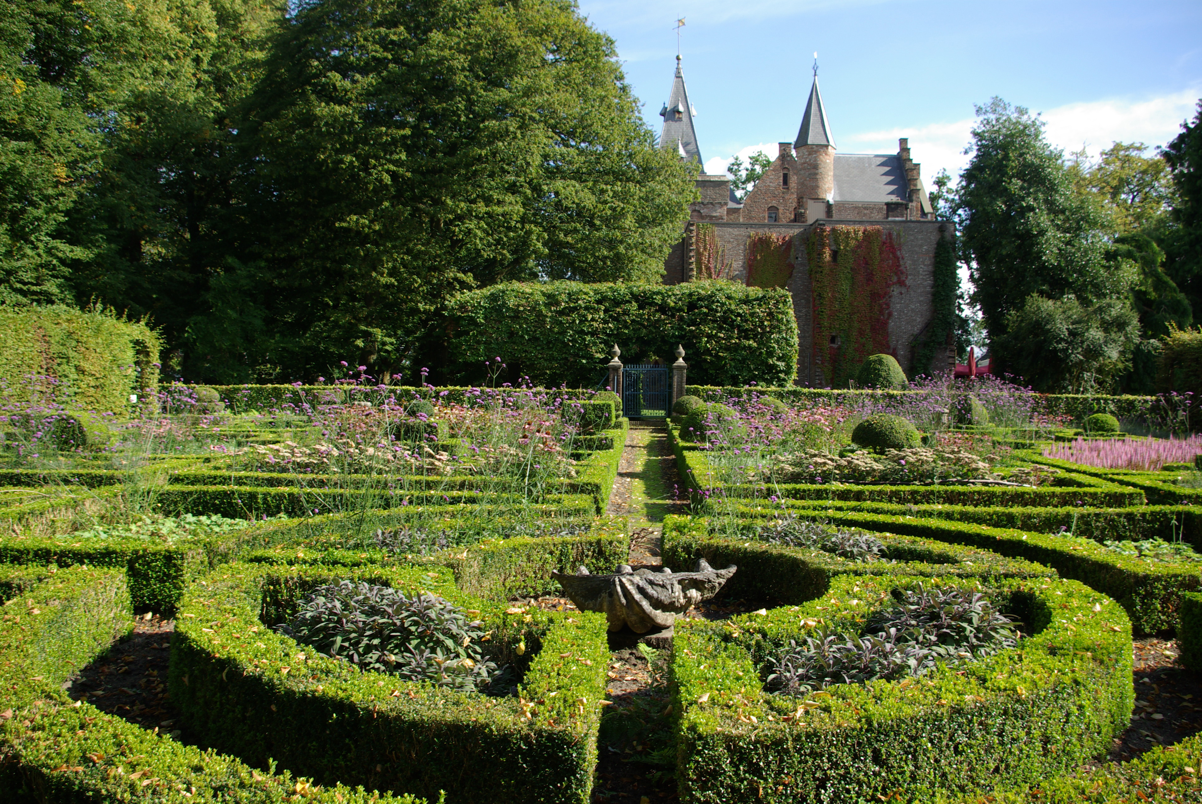 holland's castle gardens - castles & country houses - holland
