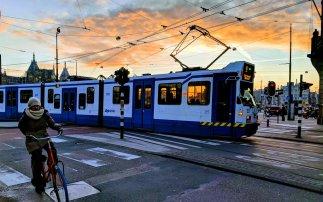 乘坐公共交通游荷兰