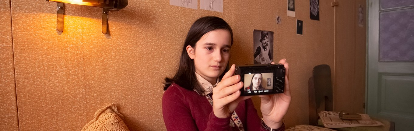 Anne Frank video diary, Luna (Anne) with camera