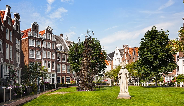 Begijnhof Amsterdam - Holland.com