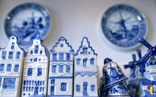 <span class='ttd__item__title__icon icon--photo'></span>Delft blue pottery