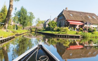Daytrip to Giethoorn by boat