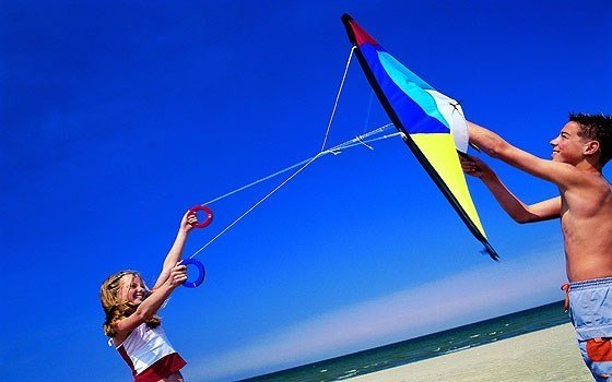 kids kiting at eh beach