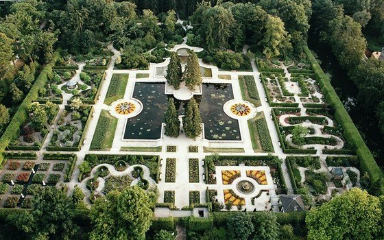 Top view of the castle gardens of Arcen