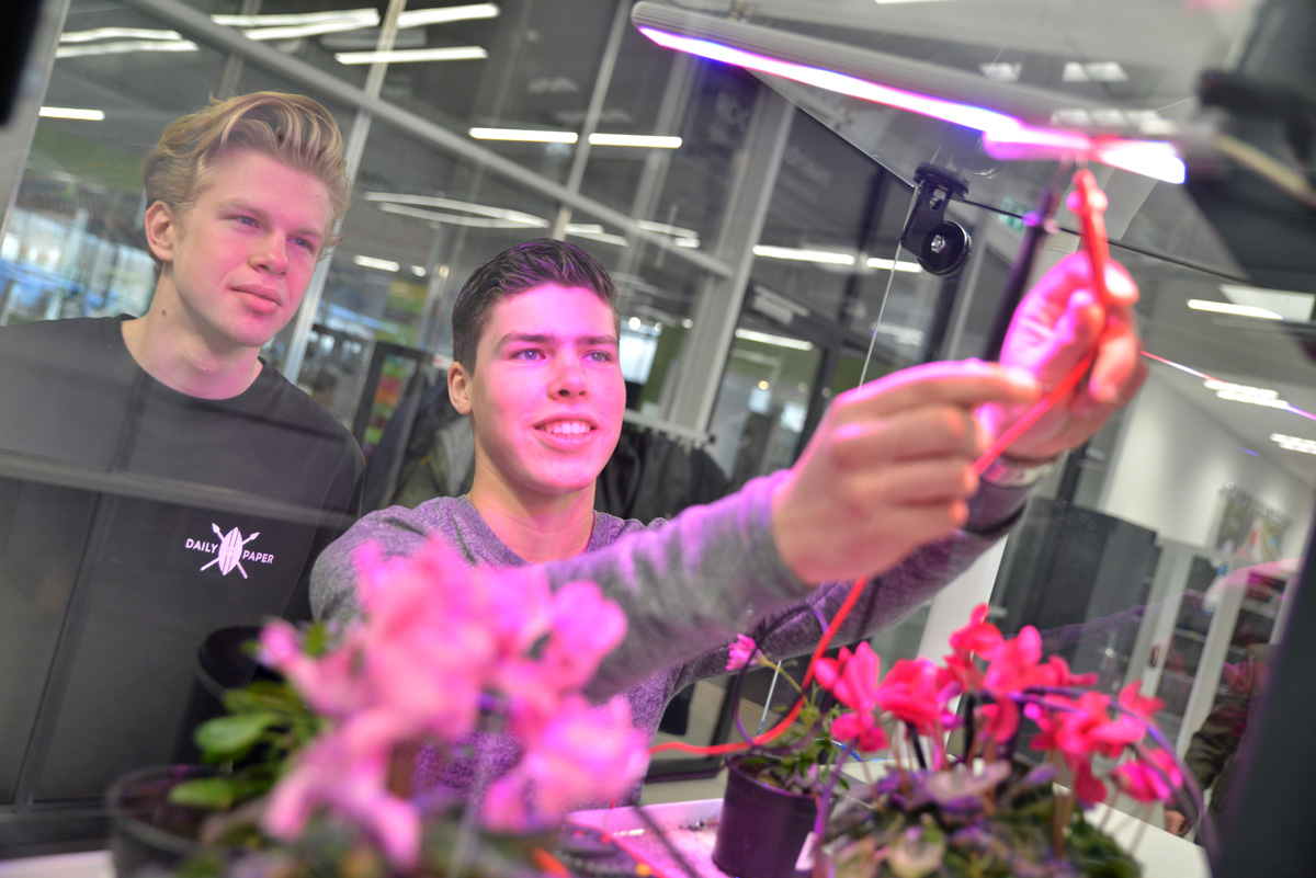 Studenten groene mechatronica bij World Horti Center