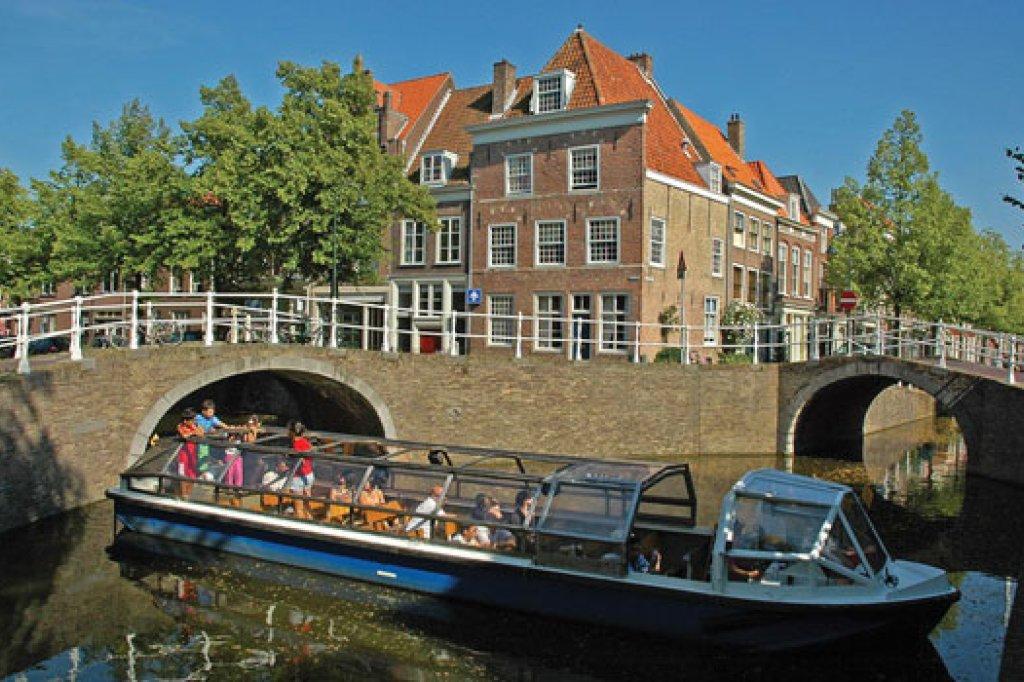 Delft\'s canals - Discover the history of Delft - Holland.com